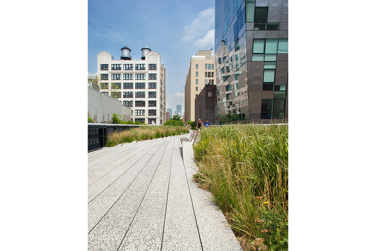 The High Line, an elevated city park, Manhattan, New York, USA.
